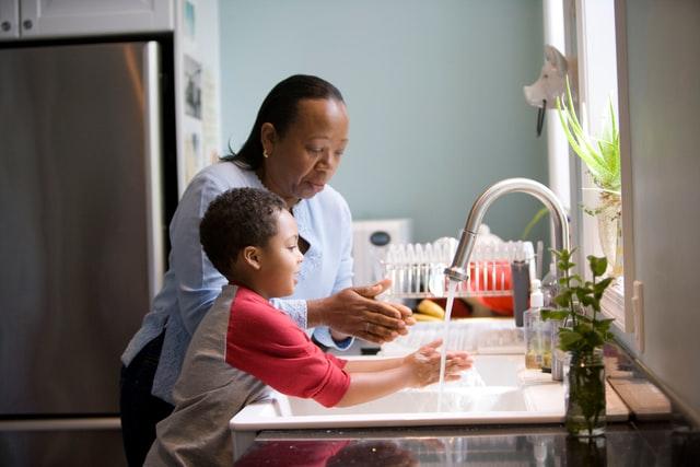 Demonstrate effective hand washing