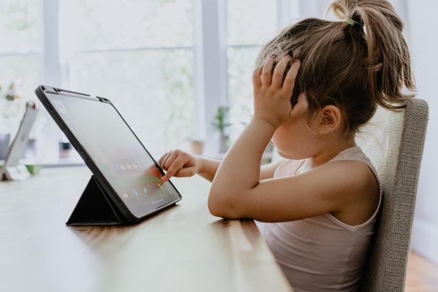 Why is it hard to teach online kindergarten